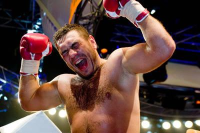Смотрите фотогалерею Руслан Чагаев празднует победу