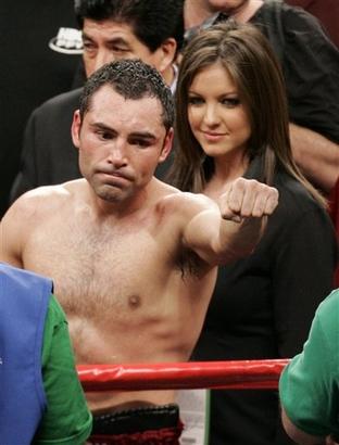 oscar de la hoya wife. Photos - Oscar De La Hoya, next to his wife, Millie Corretjer, salutes the crowd