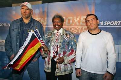 Смотрите фотогалерею Николай Валуев, Дон Кинг и Руслан Чагаев во время пресс-конференции