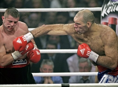 See gallery Nikolay Valuev vs Serguei Lyakhovich