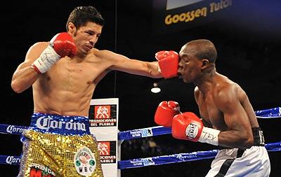 Fight johnny gonzalez w tko 2 12 rogers mtagwa boxing news