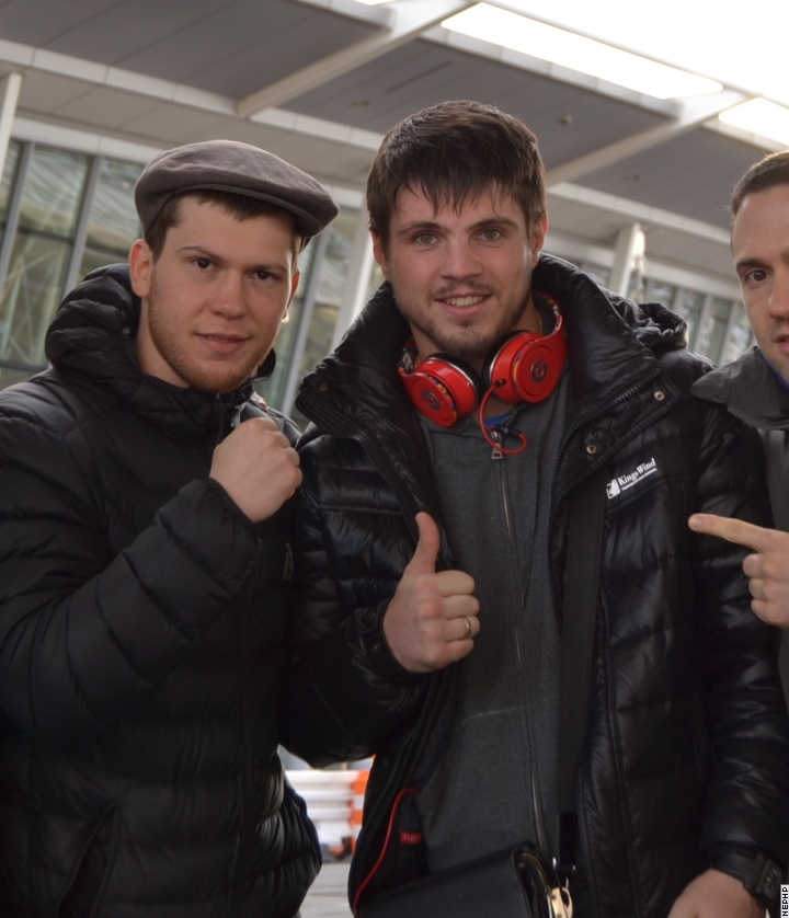 Смотрите фотогалерею Евгений Хитров и Дмитрий Салита в аэропорту Нью-Йорка
