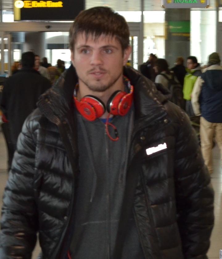 Смотрите фотогалерею Евгений Хитров в аэропорту Нью-Йорка