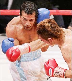 Смотрите фотогалерею Хосе Наварро пропускает правый удар от японского чемпиона Катсушуиге Кавашиме