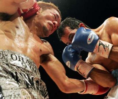 Смотрите фотогалерею Катсушуиге Кавашиме наносит удар Хосе Наварро