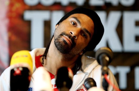 Смотрите фотогалерею Дэвид Хэй во время пресс-конференции перед боем
