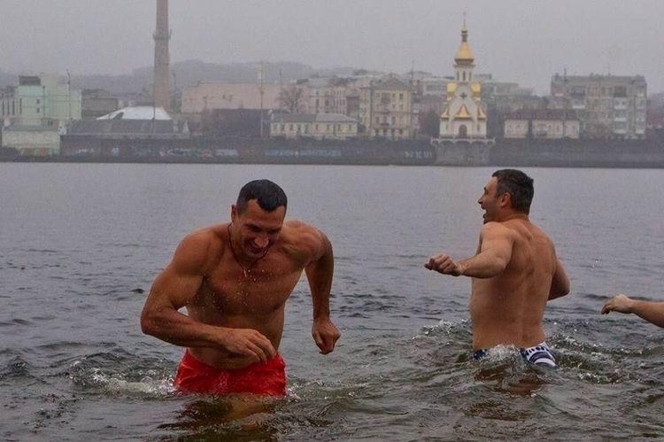Смотрите фотогалерею Братья Кличко в Киеве на Крещение Господне