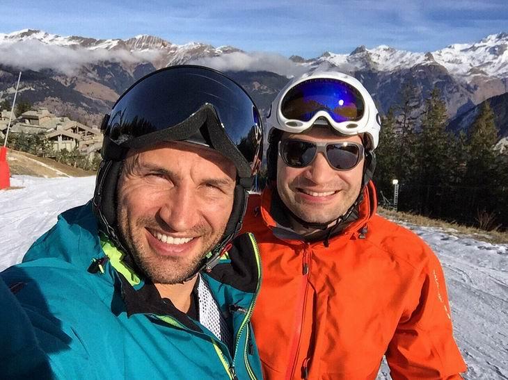 Смотрите фотогалерею Владимир и Виталий Кличко на горнолыжном курорте в Альпах