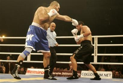 http://www.boxnews.com.ua/photos/892/John-Ruiz-Nikolay-Valuev17.jpg